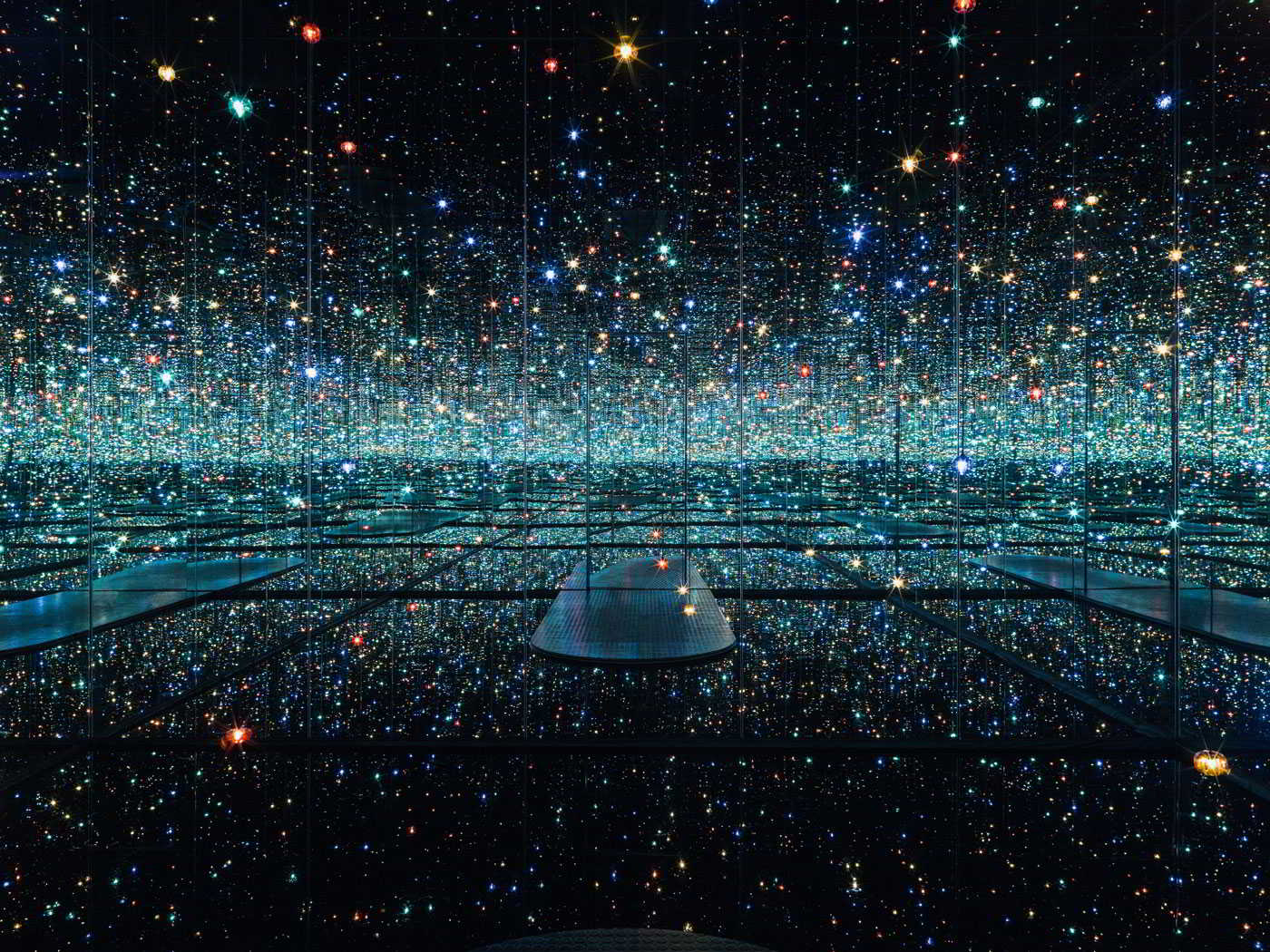 "Blue Moon, Titel: Yayoi Kusama ""Infinity mirrored Room — The Souls of Millions of Light Years away"" (2013) © Yayoi Kusama, Courtesy of David Zwirner, New York; Ota Fine Arts, Tokyo / Singapore; Victoria Miro, London; Kusama Enterprise / Sammlung HGN"